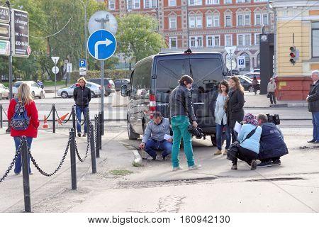 Nizhny Novgorod Russia. - September 30.2016. Correspondents Volga regional TV make TV report on the assessment of the road serviceability