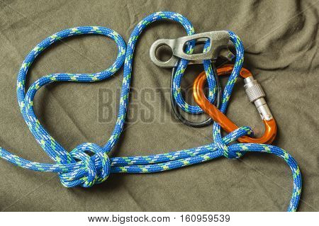 Overhand Knot With Draw-loop.