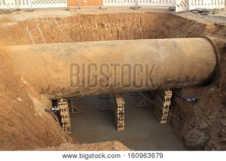Sewage system in front of a sewage treatment plant