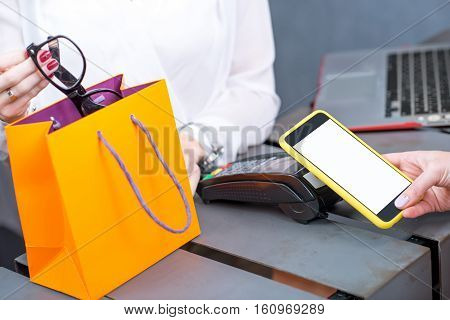 Contactless payment with mobile phone and banking terminal in the store