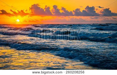 Sunrise Over The Ocean On Gulf Of Mexico Padre Island Sunrise On The Beach Golden Hour Nature Escape