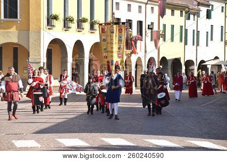 09 September 2018-montagnana-veneto-italy-the Historical Parade In Medieval Costume On The Streets O