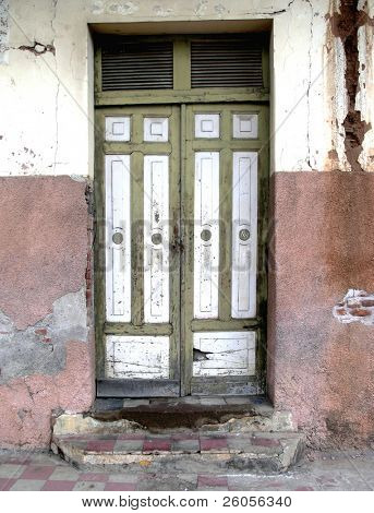 a old decaying door