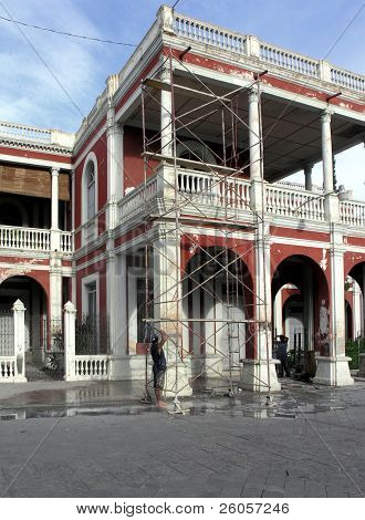 men cleaning buildings granada nicaragua