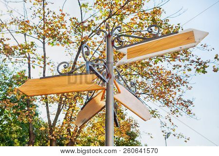Blank Metal And Wood Signage, Empty Guidepost, Sign On Natural Background ; Multi-direction Guidepos