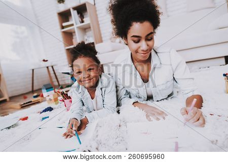 Time With Family. Girl And Mother Time Together. Draw And Happy. Girl And Love Mother. Exercise For