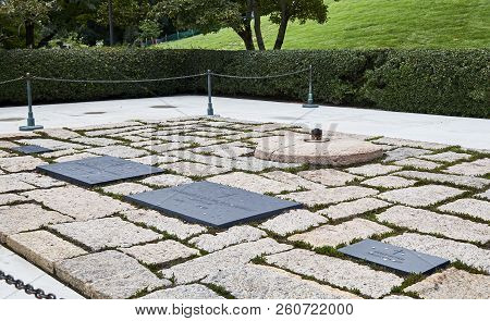Arlington, Virginia, Usa - September 15, 2018: Gravesite Of President John F Kennedy And Family At A