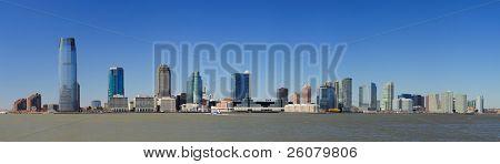 New Jersey Hoboken Skyline Panorama über Hudson River mit Wolkenkratzern und klaren blauen Himmel gesehen her
