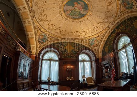 Washington Dc, Usa - August31, 2018: Office In Interior Of Library Of Congress In The Jefferson Buil