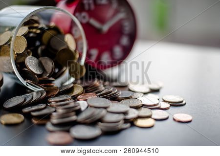 Money Saving Money Saving Ideas Save Money, Preset Ideas By Hand, Put Money In The Money Stack Busin