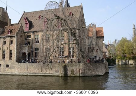 Famous Brugge Place