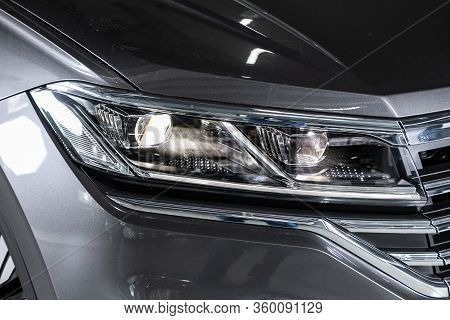 Novosibirsk, Russia - April  02, 2020  Volkswagen Touareg, Close Up Of The Car Detailing: Beauty Cle
