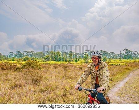 Loei/thailand-17 Feb 2019:unacquainted Tourist Waiting On Nature Trail At Phu Kradueng Mountain Nati