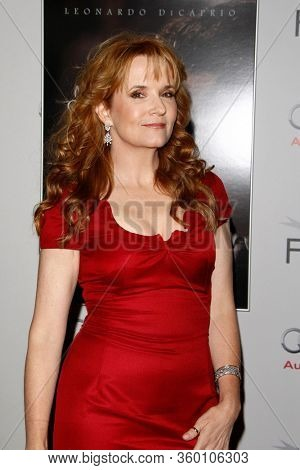LOS ANGELES - NOV 3:  Lea Thompson at the  AFI FEST 2011 Presented By Audi -