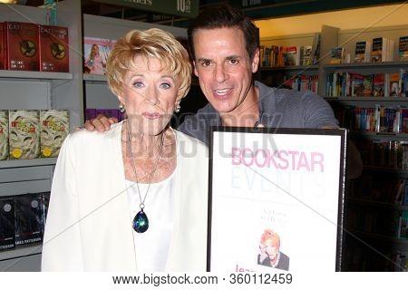 LOS ANGELES - SEP 22:  Jeanne Cooper, Christian LeBlanc at the Jeanne Cooper Book Signing at the Bookstar on September 22, 2012 in Studio City, CA