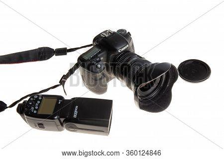 Bordeaux , Aquitaine / France - 03 30 2020 : Canon 5d Mark Professional Camera Reflex With Flash 600