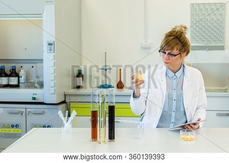 Female Chemical Scientist Inspecting Hemp Terpenes Crystals In Laboratory. She Is Using Tweezers And