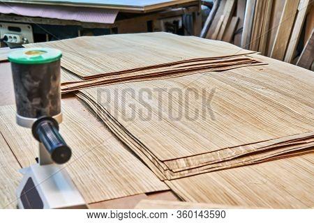 Oak Veneer. Oak Texture. Veneer Splicing Process With Veneer Hand Splicer In Woodshop