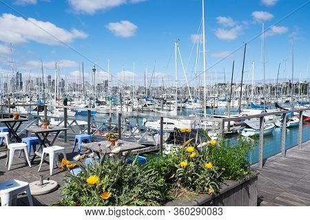 Auckland, New Zealand, Nz - September 16, 2020: Outdoor Cafe At Westhaven Marine With View Of Boats.