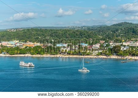 Ocho Rios, Jamaica - April 23, 2019: People Relax On The Ocho Rios Bay Beach Also Referred To As Tur