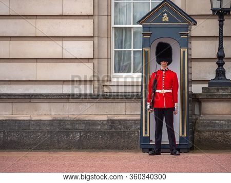 London, Uk - April, 2019: English Guard Patrolling In London. Solider Of Buckingham Palace, London E