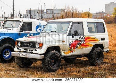 Novyy Urengoy, Russia - September 19, 2015: Off-road Vehicle Toyota Land Cruiser Light 70 Competes I