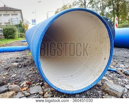 Hdpe Water Pipe, Large Diameter, Prepared For Using Under City Pavement.
