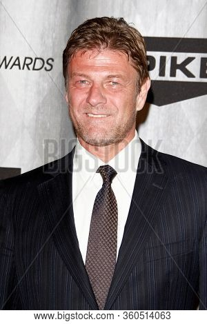 LOS ANGELES - OCT 15:  Sean Bean at the Scream Awards 2011 at the Universal Studios on October 15, 2011 in Los Angeles, CA