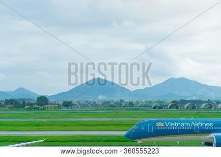 Hanoi/vietnam - July 30 : Noi Bai International Airport (han) The Vietnam Airline Blue Plane To Take