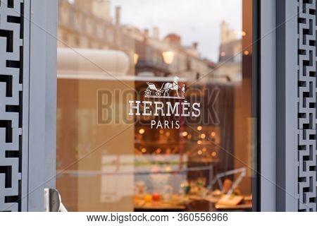 Bordeaux , Aquitaine / France - 10 10 2019 : Windows Door Shop Sign Of Hermes Store French Manufactu