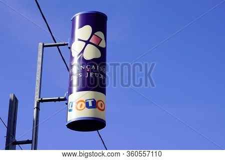 Bordeaux , Aquitaine / France - 10 25 2019 : Logo Sign Shop France National Lottery Operator Store F