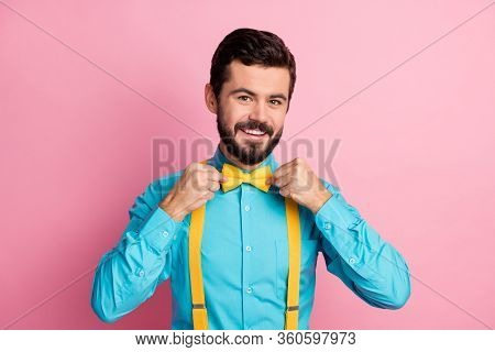 Close-up Portrait Of His He Nice Attractive Cheerful Cheery Content Imposing Well-dressed Bearded Gu