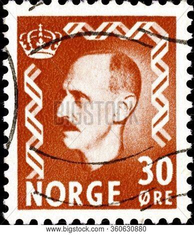 02.11.2020 Divnoe Stavropol Territory Russia The Postage Stamp Norway 1951 King Haakon Vii Portrait