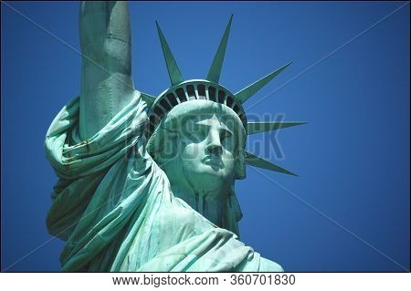 Close Up Picture Of The Statue Of Liberty (liberty Enlightening The World) Neoclassical Sculpture Ag