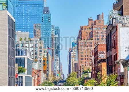 New York, Usa - October 2, 2018: Facades In The West 19th Street View From The High Line A Elevated