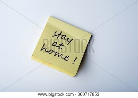 stay home save lifes message on sticky note