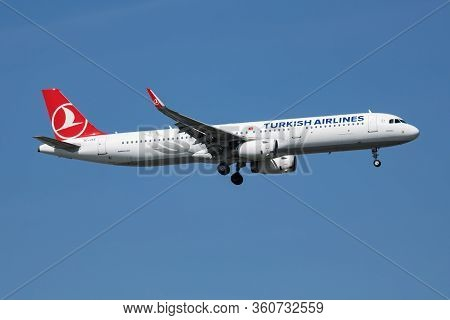 Istanbul / Turkey - March 28, 2019: Turkish Airlines Airbus A321 Tc-jte Passenger Plane Arrival And