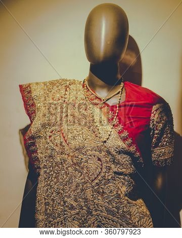 Women Attire For Royal Family In India