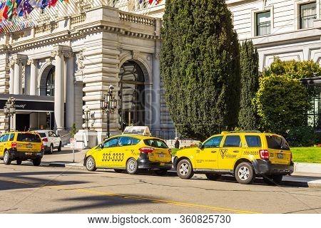 San Francisco, California, Usa- 07 June 2015: Yellow Taxi On Tony Bennett Way. Hotel Fairmont In The