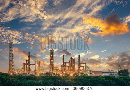 Process Building Of Oil And Gas Refinery Plant, Manufacturing Petrochemical Industry And Production