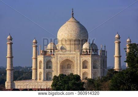 View Of Taj Mahal In Agra, Uttar Pradesh, India. It Was Build In 1632 By Emperor Shah Jahan As A Mem