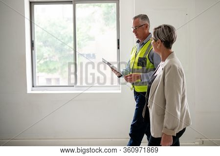 Contractor Uses Technology To Explain Details Of New Development.