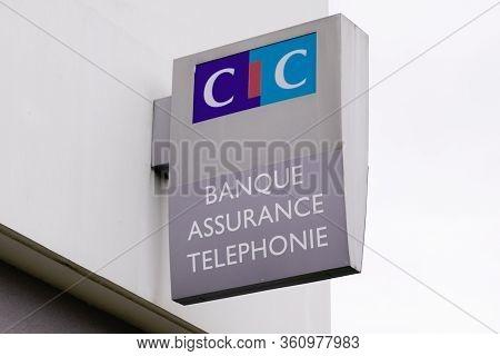 Bordeaux , Aquitaine / France - 11 18 2019 : Cic Logo Agency Banking Insurance Telephony Store Bank