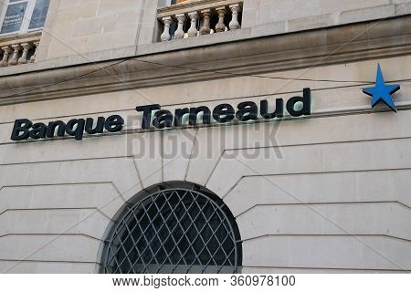 Bordeaux , Aquitaine / France - 01 15 2020 : Banque Tarneaud Logo Star Blue Sign Main Office Oldest