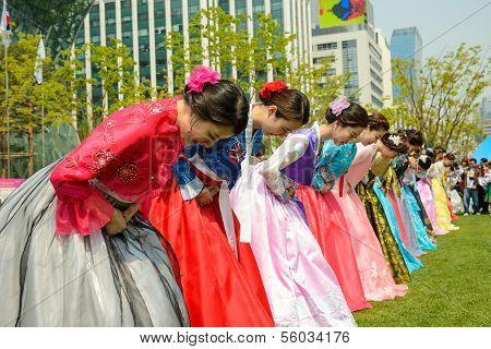 Korean models taking a bow
