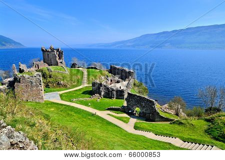 Castle ruins at Loch Ness