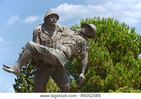 Statue of a Turkish soldier carrying wounded Australian soldier, Canakkale, Turkey