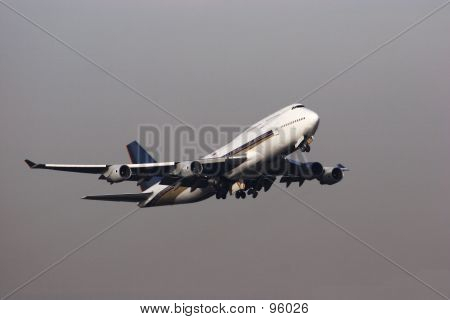 747 in grey skies poster