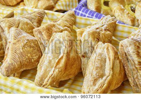 Triangular Crunchy Bread