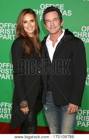 LOS ANGELES - DEC 7:  Lisa Ann Russell, Jeff Probst at the